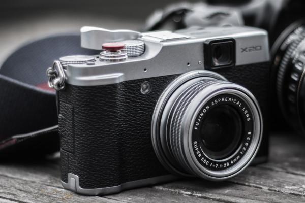 Meine Fujifilm X20, man beachte den optischen Sucher, der an der X30 fehlt.