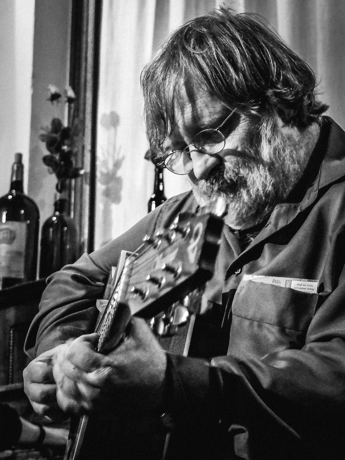 Tom Vieth Bluesmusiker Gitarrist Bluesgitarrist Blues Münster Münsterland NRW - Andreas Völker Fotograf Portraitfotograf Portraitfotos Eventfotograf Eventfotos
